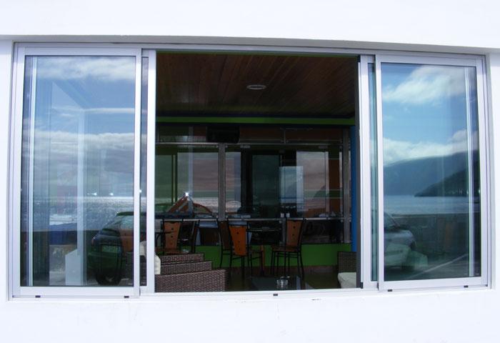 Carlos & Lacerda - Restaurante Amigos S. Jorge Açores